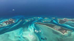 Schon aus dem Flugzeug ist zu erahnen, wie traumhaft das Karibische Meer ist.