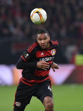 Jonathan Tah hat mit guten Leistungen bei Bayer Leverkusen auf sich aufmerksam gemacht.