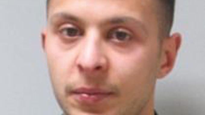 War er bis zur Schießerei in der Wohnung? Undatiertes Fahndungsfoto, mit dem die Polizei nach Salah Abdeslam sucht.