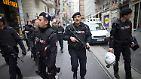 Die Polizei sperrt die Einkaufsstraße Istiklal weiträumig ab, berichten Reporter.