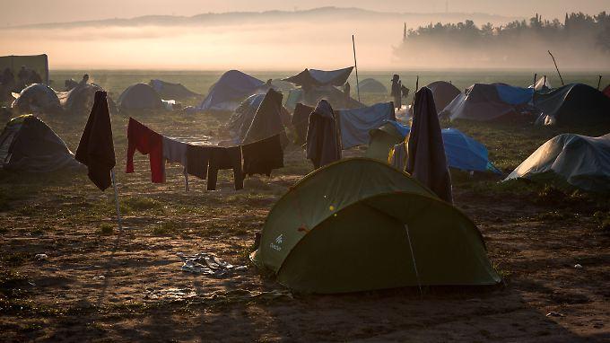 In Idomeni halten sich nach wie vor mehr als 10.000 Flüchtlinge auf.