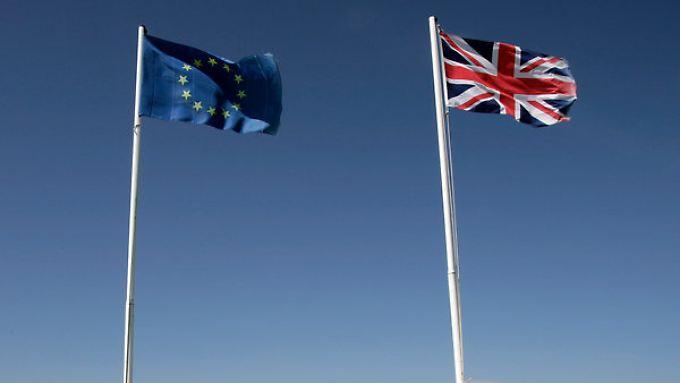 Wie lange die beiden Flaggen noch nebeneinander wehen , wird sich am 213. Juni entscheiden.