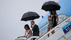 Familie Obama erreicht die Karibik-Insel.