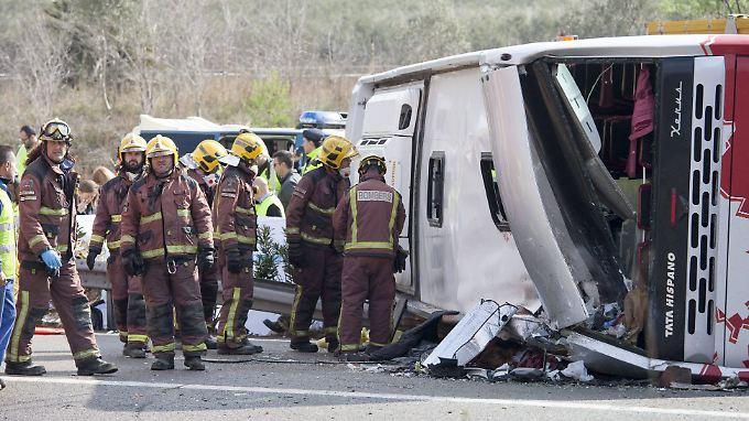 61 Menschen saßen in dem Bus. 13 Studentinnen starben.