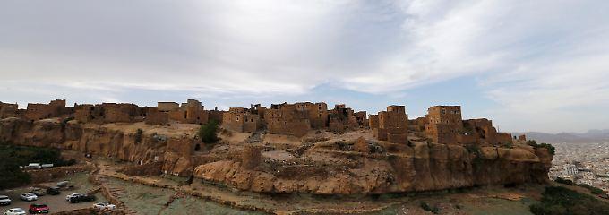 m Süden Sanaas befindet sich auf einem Felsen das jüdische Dorf Bait Baus.