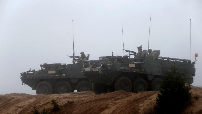 Amerikanische Stryker-Truppentransporter bei einem Manöver in Lettland: Geht es nach Trump, kümmern sich in Zukunft nur noch die europäischen Nato-Partner um europäische Probleme.