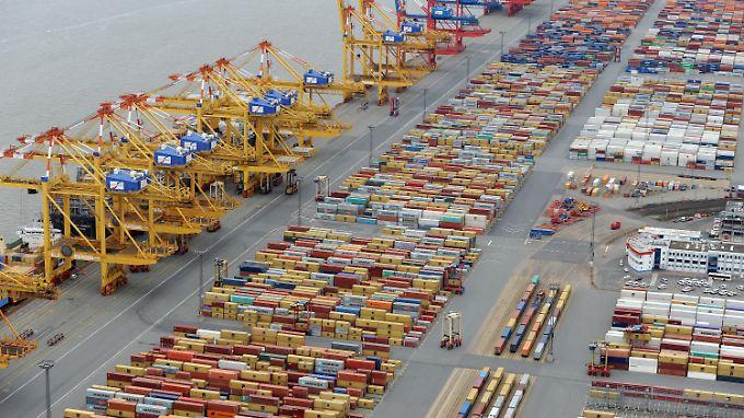 Containerterminal an der Stromkaje in der Wesermündung in Bremerhaven.