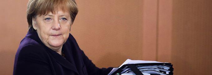 """""""Die Täter sind Feinde aller Werte, für die Europa heute steht und zu denen wir uns gemeinsam als Mitglieder der Europäischen Union bekennen"""", sagte die Kanzlerin am Dienstag über die Anschläge."""