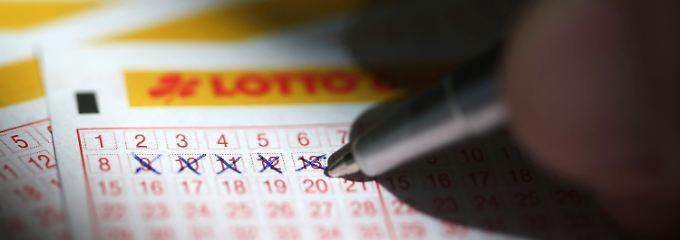 Die Verlustgefahr an der Börse ist deutlich geringer als beim Lottospielen.