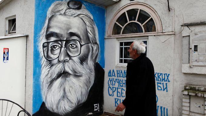 Wandgemälde in Belgrad: Karadzic wird seiner Verbrechen zum Trotz von Serben verehrt.
