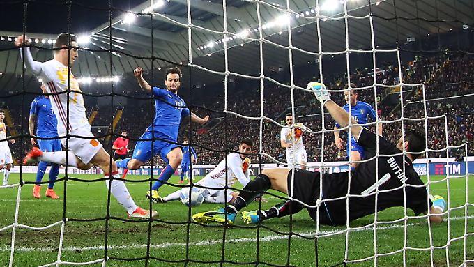 Aritz Aduriz sollte schon ausgewechselt werden. Vorher machte er gegen Italien aber noch fix sein Tordebüt für Spanien perfekt.