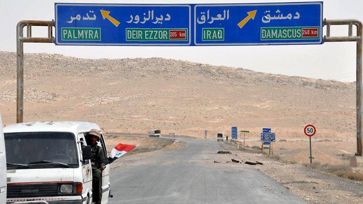 Syrische Soldaten in der Nähe von Palmyra. Von dort zur irakischen Grenze sind es rund 300 Kilometer.