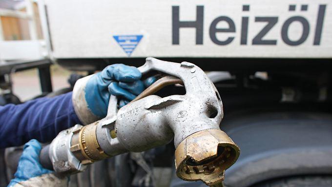 Normal ist das nicht: Mit Heizöl kommen Hausbesitzer diesmal deutlich billiger durch den Winter.