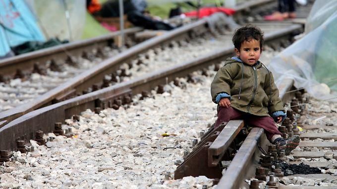 Nach offiziellen Angaben waren am Morgen noch 11.603 Menschen in Idomeni.