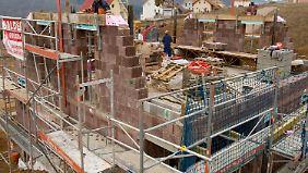 Experten warnen vor Verschuldung: Mangel an Wohnraum treibt Immobilienpreise in die Höhe
