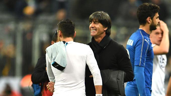 Konnte mit einem Lächeln vom Platz gehen: Bundestrainer Löw