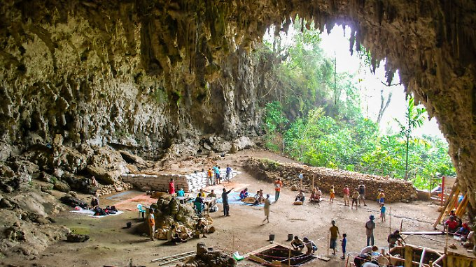 Ausgrabungsarbeiten in der Liang-Bua-Höhle auf Flores. Dort wurden 2003 die Überreste von Individuen des Homo floresiensis entdeckt.