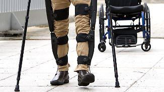 Auf deutschem Markt zugelassen: Exoskelett ermöglicht Querschnittsgelähmten das Gehen