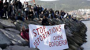 Protest gegen EU-Pakt-Umsetzung: Griechenland schiebt erste Flüchtlinge in die Türkei ab