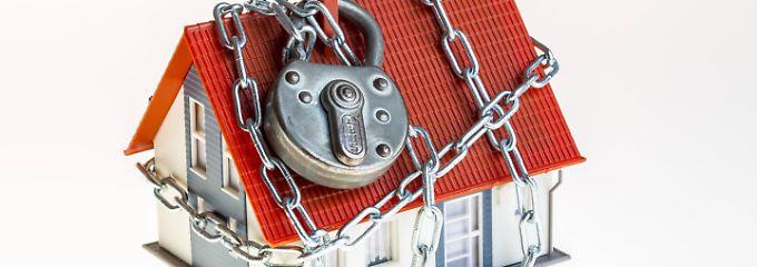 Das eigene Heim kann bereits mit einfachen Maßnahmen gegen Diebe geschützt werden.