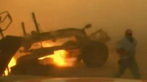 Buschfeuer in Oklahoma: Farmer springt in letzter Sekunde aus brennendem Fahrzeug