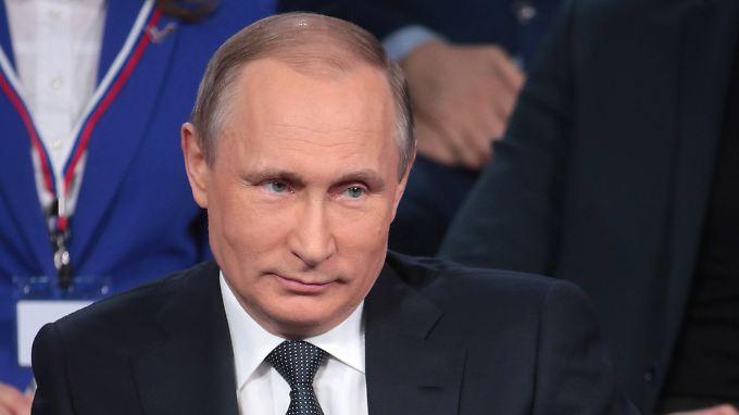 """Die Korruptionsvorwürfe sollen Russland """"gefügiger"""" machen, meint Wladimir Putin, hier bei seinem Auftritt in St. Petersburg."""