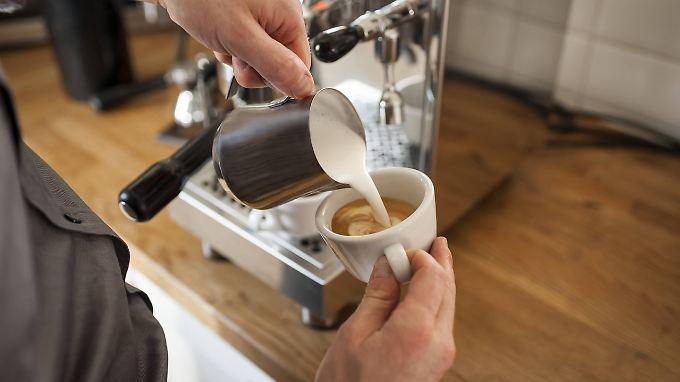 Am perfekten Milchschaum scheitern manche Kaffeeliebhaber.