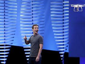 Facebook-Chef Mark Zuckerberg macht in einer Sekunde mehr Geld als eine US-amerikanische Durchschnittsfamilie in einem Jahr.