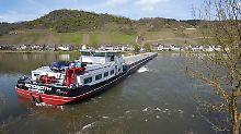 Schiffsunfall auf der Mosel: Schlepper befreit havarierten Malzfrachter