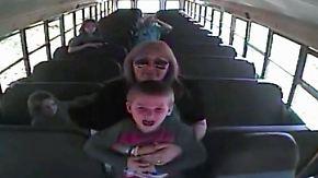 Kaum zu glauben, aber wahr: Busfahrerin rettet Sechsjährigen vor Erstickungstot