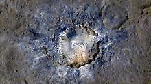 """Sonde """"Dawn"""" mit deutscher Technik: Fotos zeigen Krater auf Zwergplanet Ceres"""