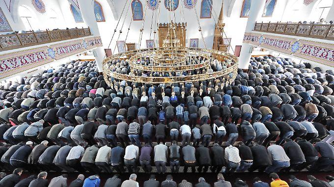 abgabe f r deutsche muslime csu politiker fordert moschee steuer n. Black Bedroom Furniture Sets. Home Design Ideas