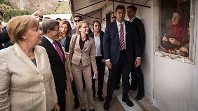 In Vorzeigecamp an syrischer Grenze: Merkel begegnet Flüchtlingen in der Türkei