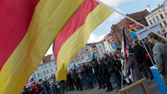 AfD-Anhänger demonstrieren in Stralsund. Mit ihren Aussagen zum Islam scheint die Parteiführung einen Nerv bei ihren Anhängern getroffen zu haben.