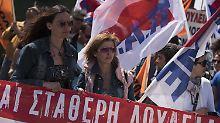 Demonstrierende Lehrer in Athen.