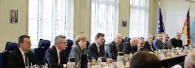 Bedrohungslage in Deutschland: Merkel besucht die Terrorabwehr