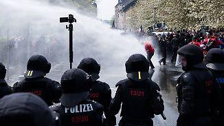 Demos am 1. Mai: Krawalle in deutschen Städten, ein Toter in Istanbul
