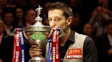 Nicht nur Fußball in Leicester: Witzbold Selby feiert Snooker-WM-Titel