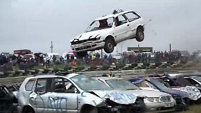 Kurioser Wettbewerb in England: Wer überspringt die meisten Autowracks?