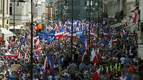 Größte Demo seit 1989: 240.000 Polen demonstrieren gegen rechte Regierung