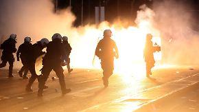 Heftige Proteste in Athen: Griechenland beschließt neues Sparpaket