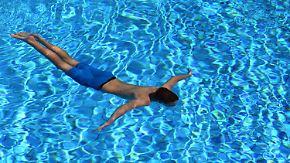 Heiße Sommertage: Sonnenhungrige zieht es ins, ans und aufs Wasser