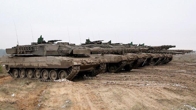 Erst die Panzer - jetzt die Soldaten: Von der Leyen stockt die Truppe auf.