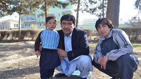 Flucht vor afghanischen Hardlinern: Liebe zum Fußball macht kleinem Messi-Fan das Leben schwer
