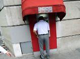 Aufschläge untergeschummelt: Vorsicht beim Geldabheben im Ausland