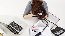 Wer am Arbeitsplatz gemoppt wird, kann einen Schadensersatz erhalten. Jedoch nur, wenn die Schikane regelmäßig und geplant erfolgt.