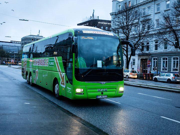 Beim reinen Preisvergleich ist der Fernbus überlegen - aber nicht nur das zählt für Reisende.