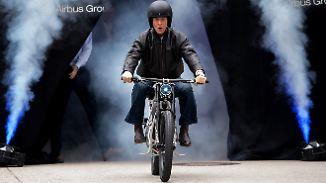 """Eine Runde auf dem """"Light Rider"""": Airbus-Chef präsentiert E-Motorrad aus dem 3D-Drucker"""