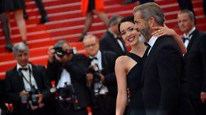 Promi-News des Tages: Mel Gibson führt seine blutjunge Freundin über roten Teppich