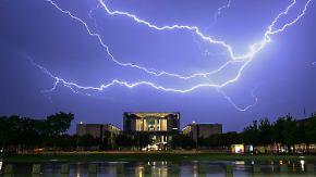 Schlammbäche und eine entgleiste Lok: Unwetter toben über dem Osten Deutschlands